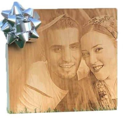תמונה על בלוק מעץ